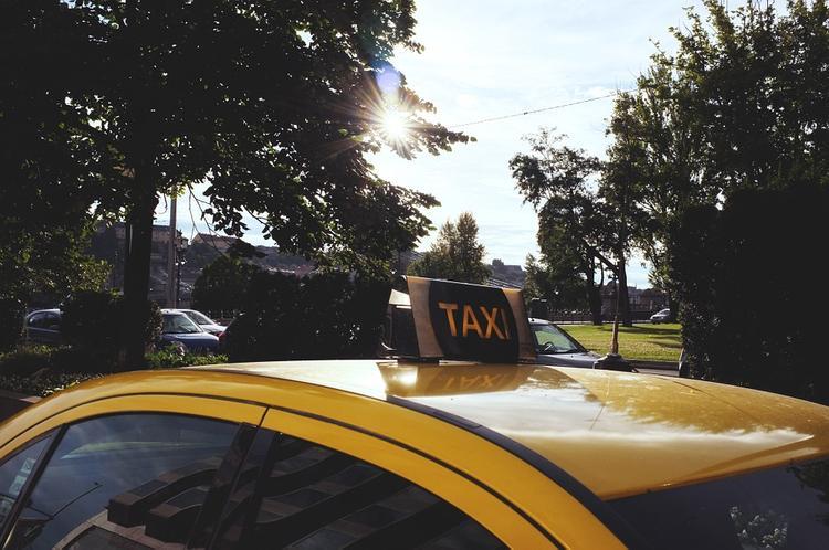 Насильник-джентльмен напал на девушку в Москве, а затем вызвал ей такси