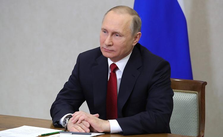 Путин приободрил Сечина,  который замерз на бурении скважины в Арктике