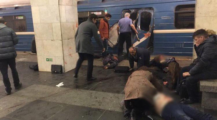 Не менее 10 человек погибло при взрыве в метро в Санкт-Петербурге