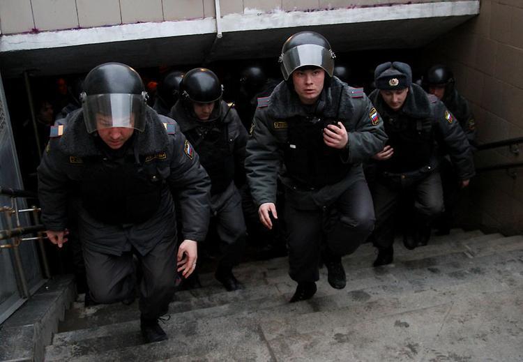 После терактов в петербургском метро власти перекрывают улицы в районе взрывов
