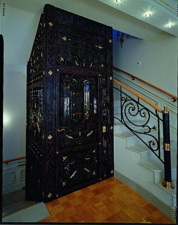 Пензенцы устроили свалку в лифте
