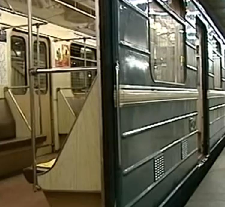 В вагоне московского метро обнаружили бесхозный рюкзак. Поезд отогнали в тупик