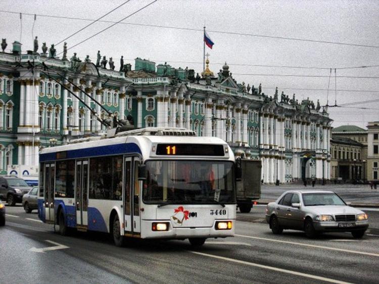 Весь городской транспорт Петербурга до конца дня будет бесплатным