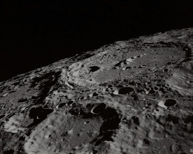 Окаменелый череп животного обнаружен на Луне (ВИДЕО)