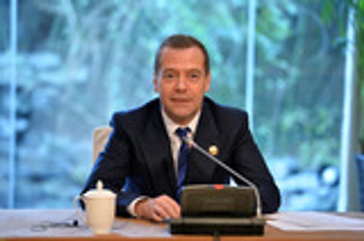 """Медведев назвал """"чушью"""" якобы собранный против него компромат"""