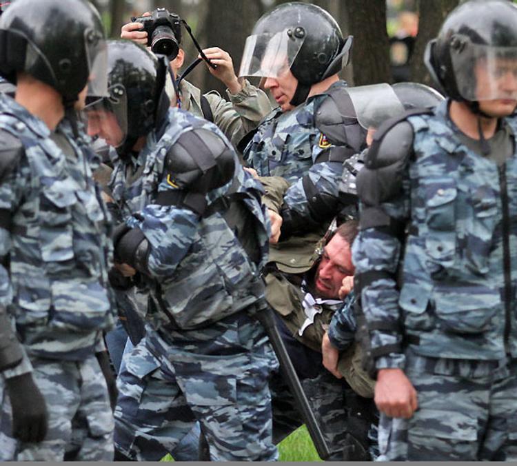 Петербургские власти заявили, что бомбу, найденную в жилом доме, обезвредили