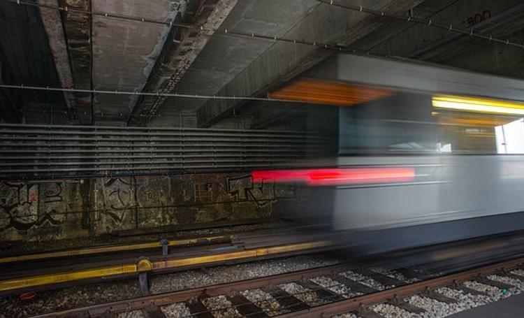 """В петербургском метро на """"Приморской"""" у пассажира нашли гранату и следы тротила"""