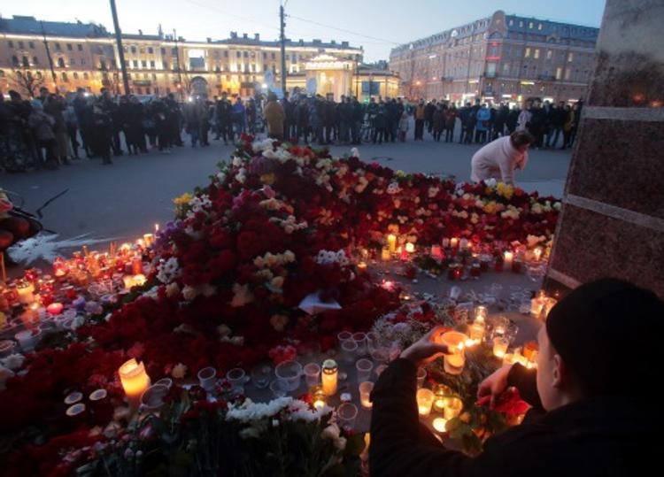 Волонтеры нашли в Петербурге женщину, которая спасала раненых в метро (ВИДЕО)