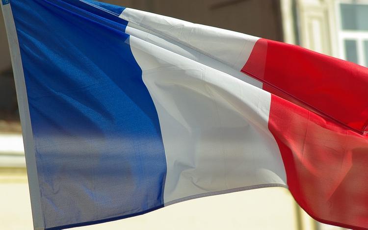 Францию уведомили о подготовке удара по авиабазе в Сирии