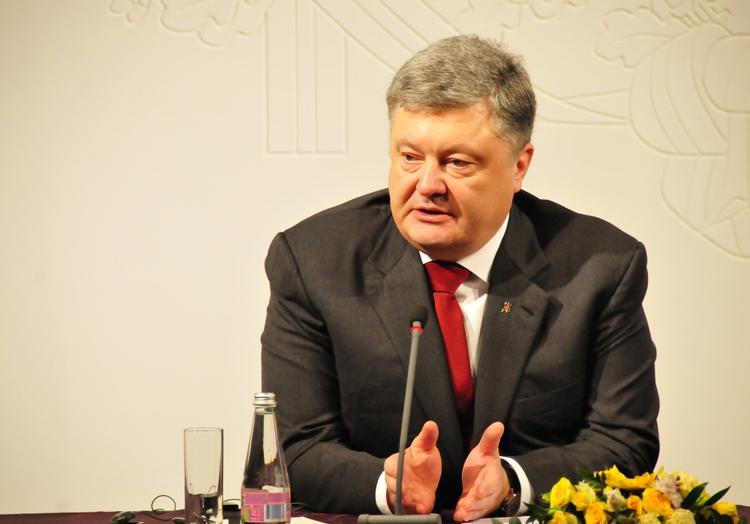 Порошенко пообещал украинцам дешевые поездки в Евросоюз