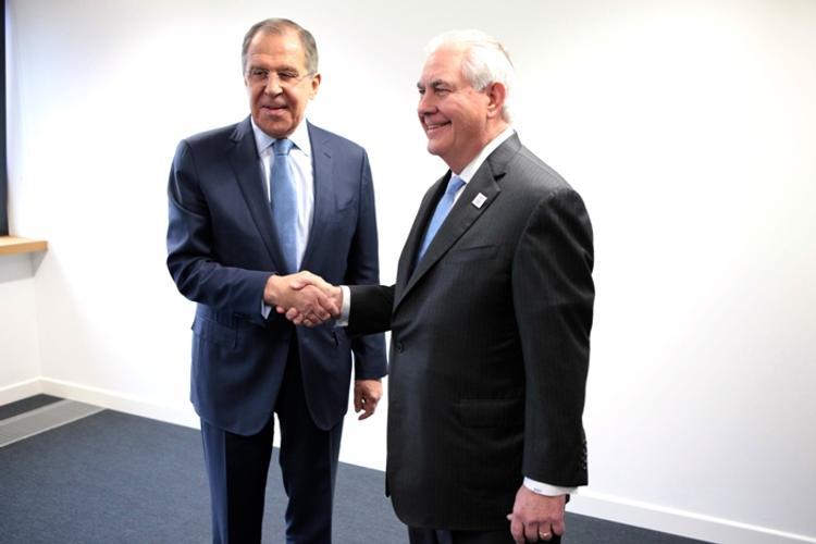 Лавров рассказал Тиллерсону о негативных последствиях удара США по Сирии