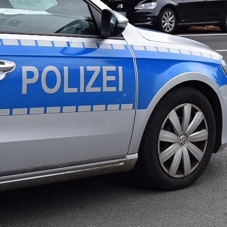 В Германии мужчина на автомобиле протаранил городскую ратушу