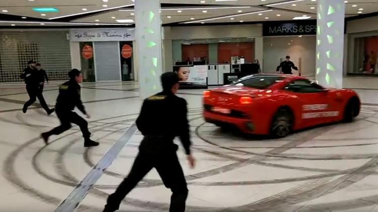Гонки мажора на Ferrari по торговому центру попали на видео