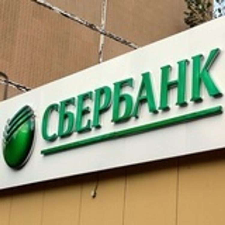 Националисты замуровали вход в отделение Сбербанка в Харькове