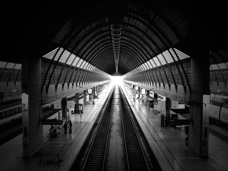 Ладожский вокзал в Петербурге проверяют из-за подозрительного предмета