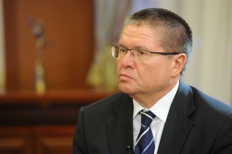 Улюкаеву разрешили посещать клинику из-за проблем со зрением