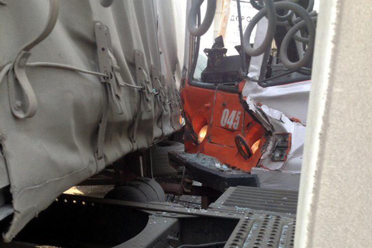 В Перми столкнулся трамвай с грузовиком (ФОТО)
