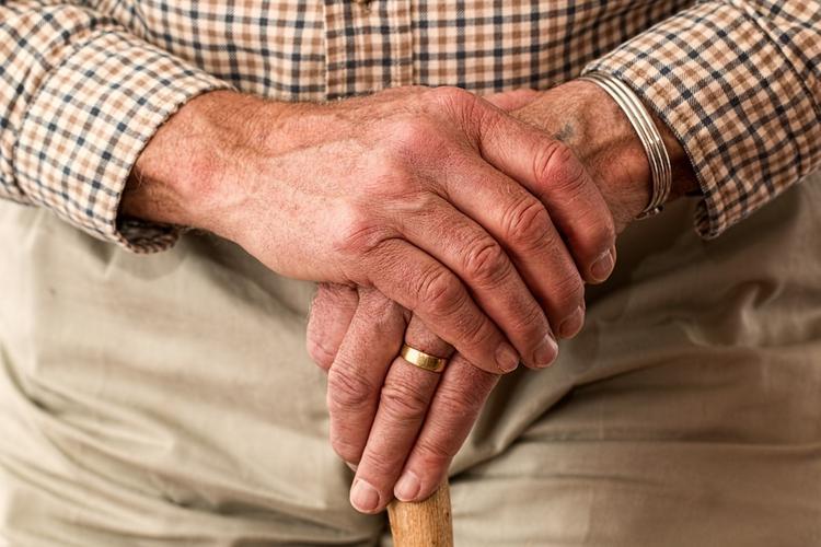 Пропавшего столетнего пенсионера нашли в постели соседки