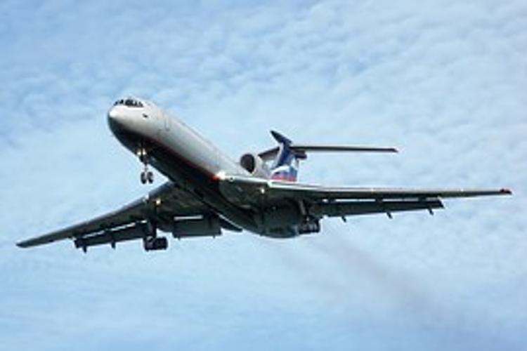 Самолет Ту-154 мог упасть после взлета в Сочи из-за перегруза - эксперты