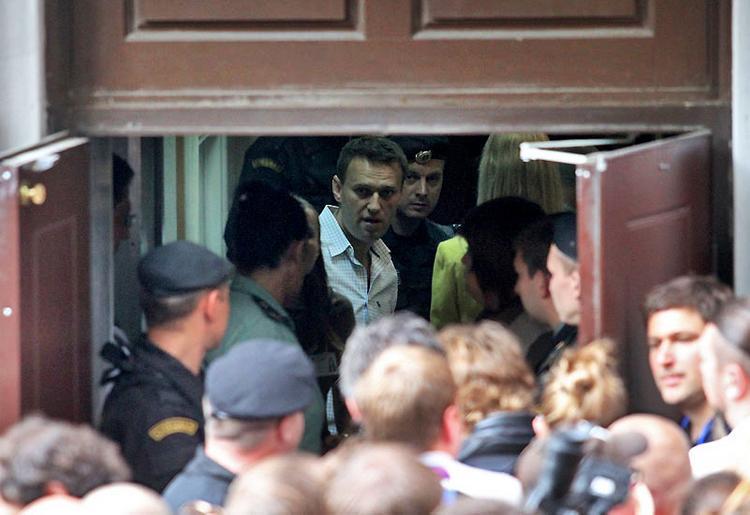 В Москве с митинга против сноса хрущевок вывели Навального с женой и ребенком