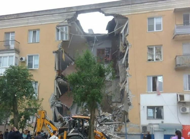 В Волгограде введен режим ЧС после взрыва в жилом доме