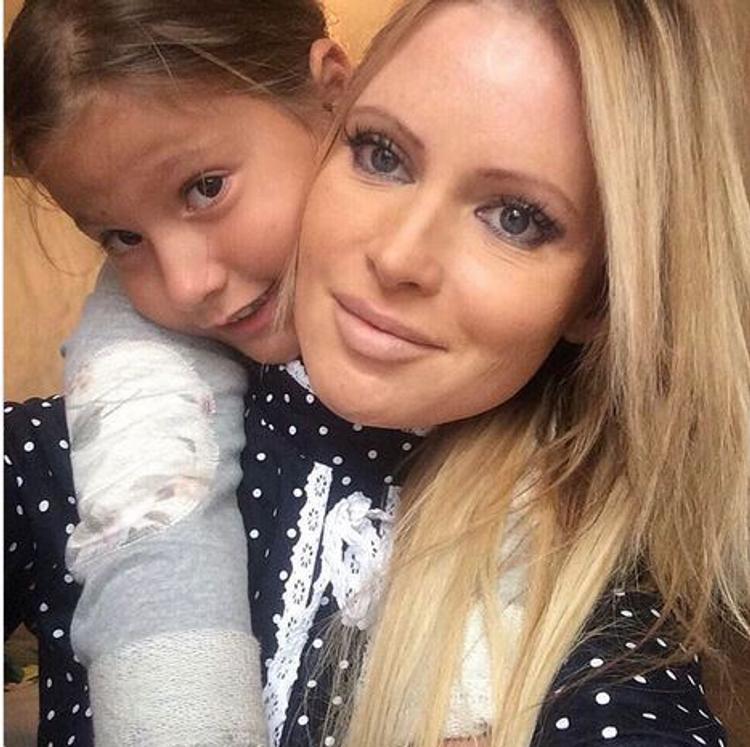 Пока Дана Борисова проходит курс реабилитации, ее бывший муж решил отобрать дочь