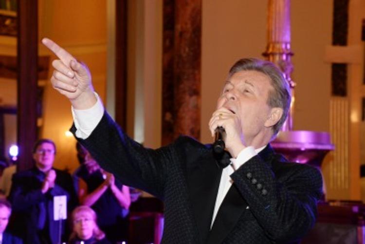 Певец Лев Лещенко спел неофициальный гимн метро Москвы (ВИДЕО)