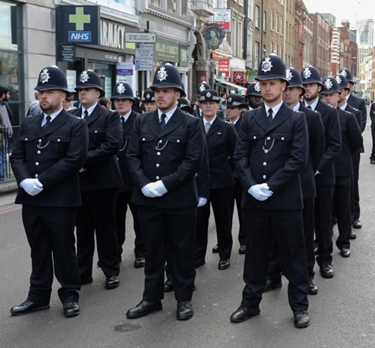 Большинство британцев хотят, чтобы полиция была вооружена