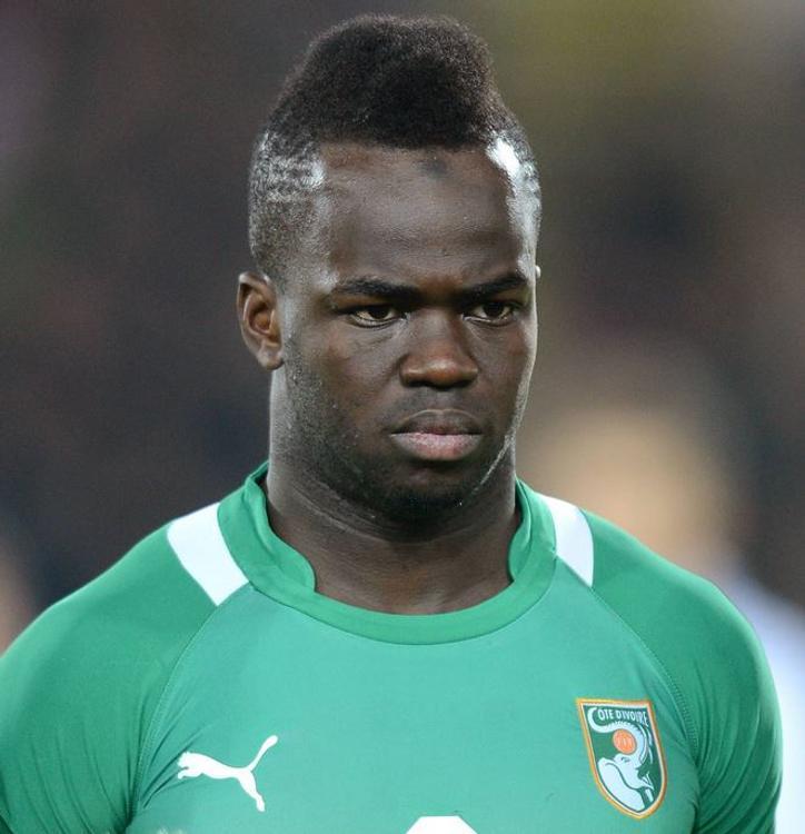 Известный футболист умер во время тренировки