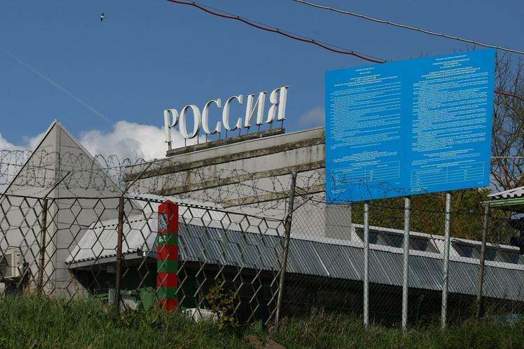 Украина не пускает своих граждан в Крым