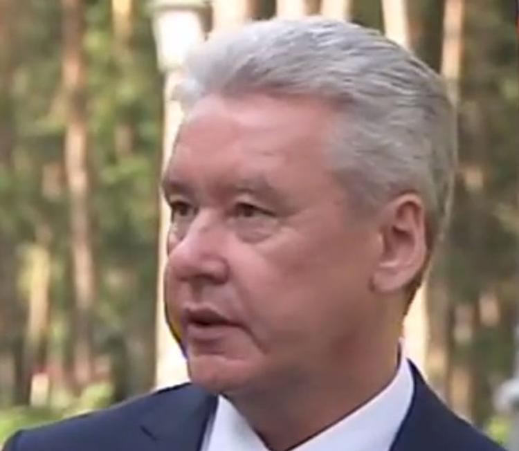 """Собянин назвал """"дурью"""" информацию о переселении из пятиэтажек в новую Москву"""