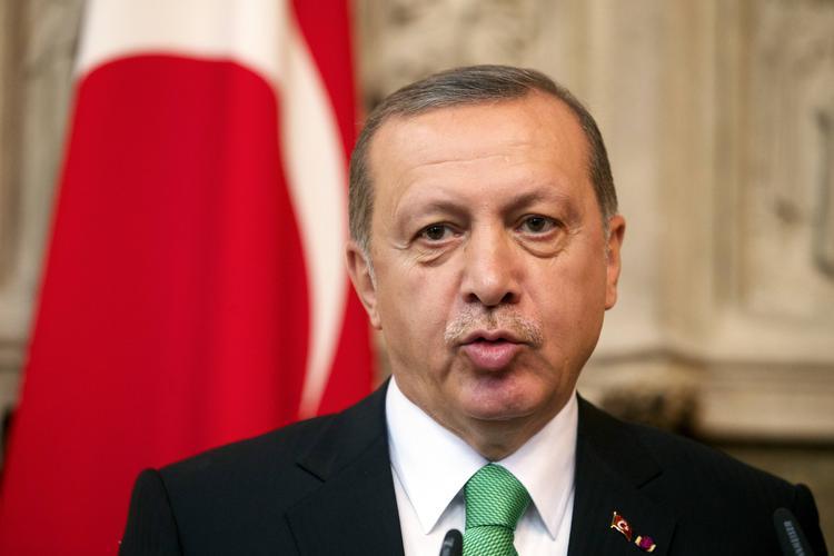 Эрдоган упал в обморок во время молитвы на празднике Ураза-байрам