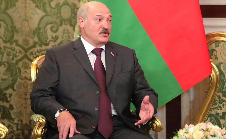 Лукашенко заявил о ненужности для Белоруссии разговоров о демократии