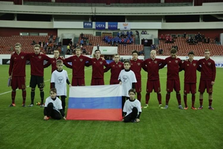 Сборная России по футболу отрицает конфликт внутри команды