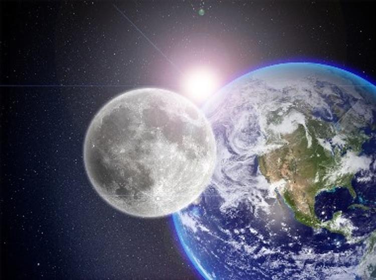 Космонавты рассказали, каков настоящий цвет Луны и Солнца