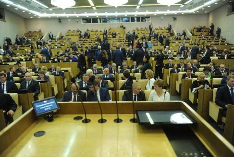 Опрос: половина россиян считает, что Госдума РФ положительно влияет на страну