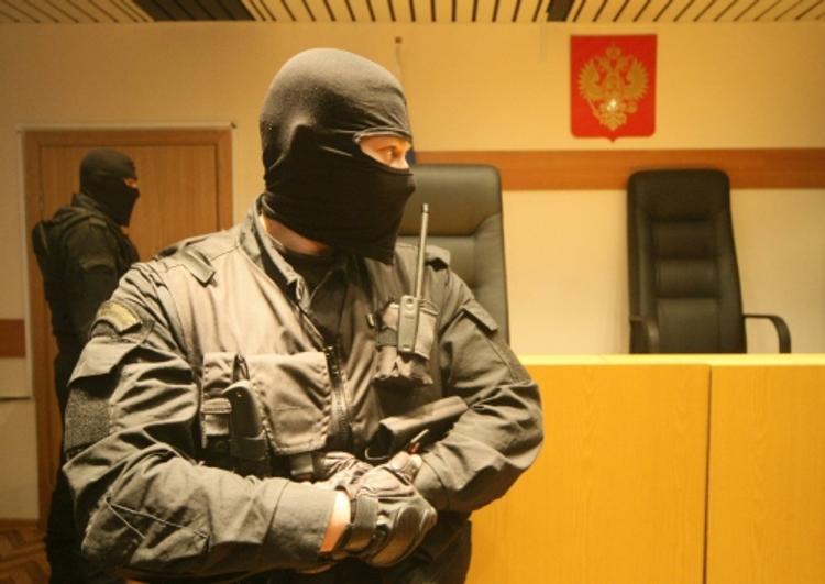 """Подсудимый из """"банды ГТА"""" напал на конвой, началась стрельба"""