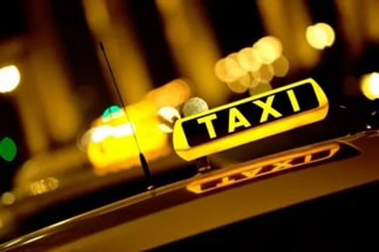 Таксист прибыл по вызову грабивших его дом воров
