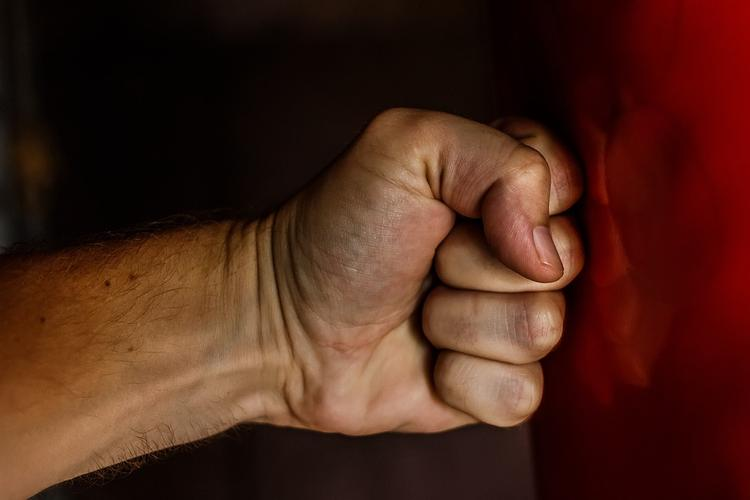 Избивший корреспондента НТВ хулиган предложил журналисту «добазариться»