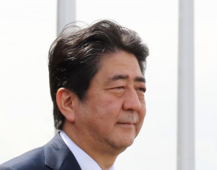 Японский премьер решил не менять министра по экономическому сотрудничеству с РФ