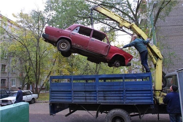 Эксперты назвали места в Москве, где чаще всего нарушаются правила парковки