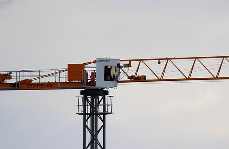 В Новосибирске строители залезли на кран и потребовали выплаты зарплаты
