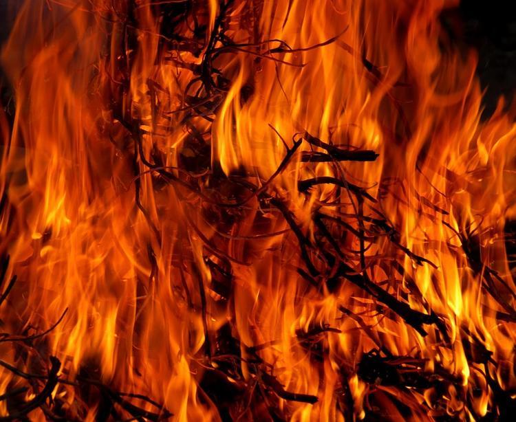 Очевидцы: перед взрывами на складе в Абхазии вспыхнул пожар