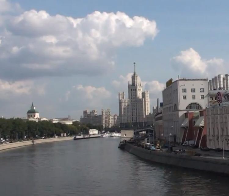 На нескольких центральных улицах Москвы перекроют движение на выходные