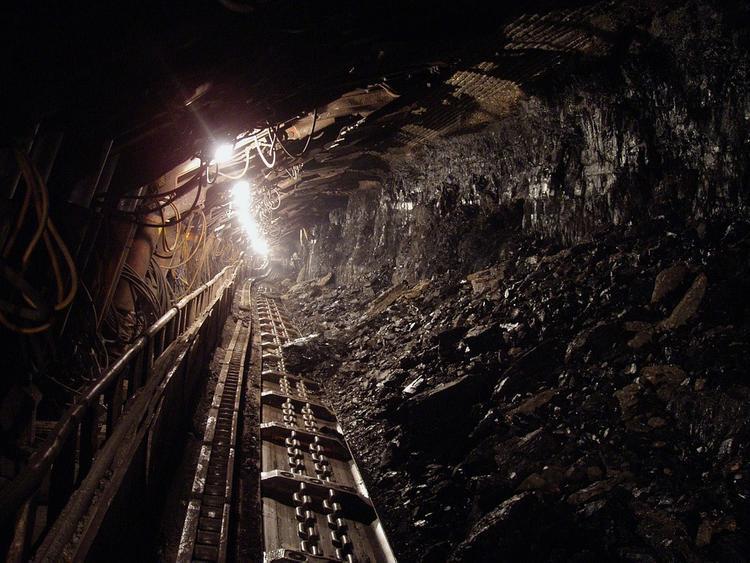"""Альпинисты ищут горняков, пропавших в ходе аварии на шахте """"Мир"""""""