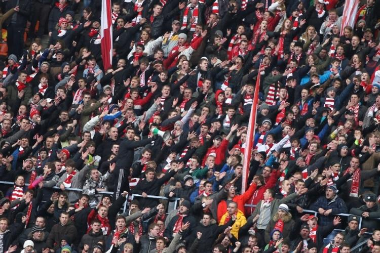 Болельщики «Зенита» и «Спартака» подрались возле стадиона «Санкт-Петербург»