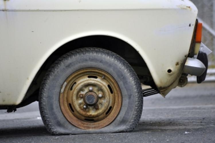Красноярский губернатор предложил прокалывать колеса водителям-нарушителям