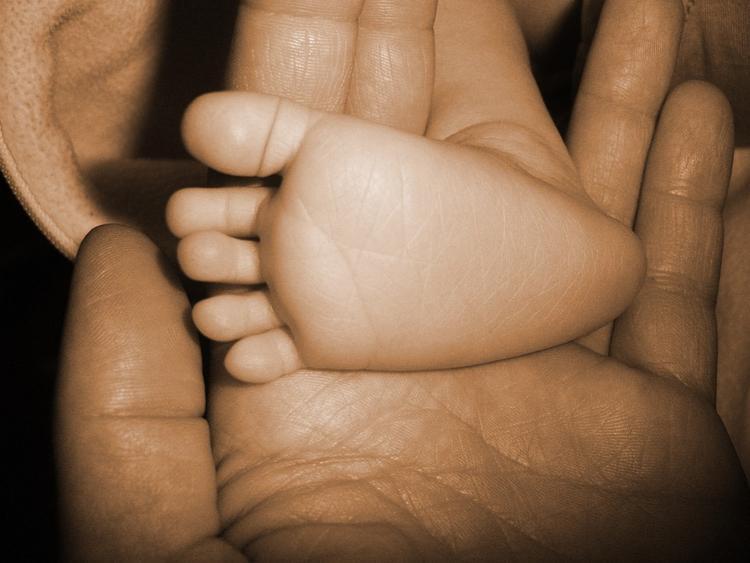 Жительница Саратова выкинула на улицу своего новорожденного сына