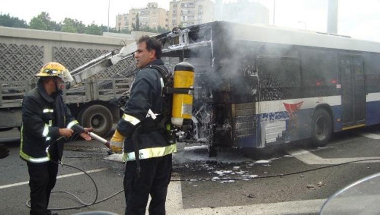 На мосту Кадырова в Петербурге вспыхнул автобус с пассажирами