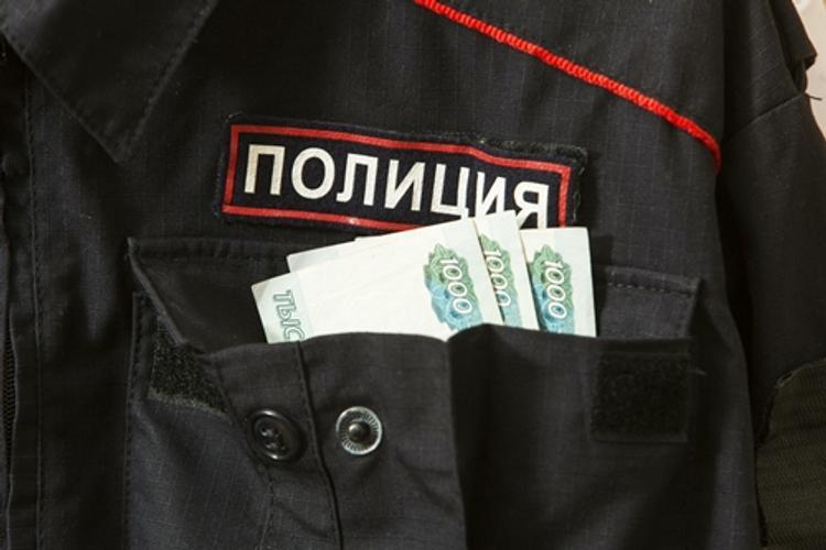 В Краснодаре полицейский за мошенничество на 60 млн отделался условным сроком